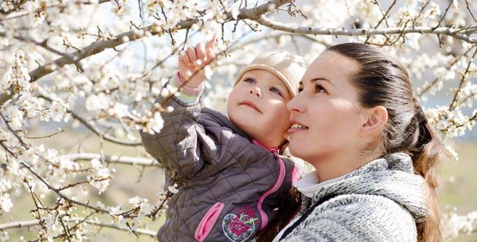 Kinderschuhe für den Frühling - Natur und Familie geniessen